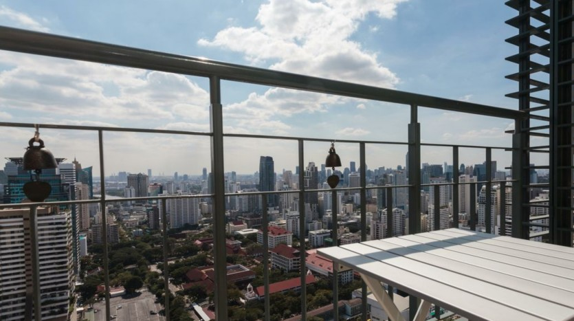 Two bed condo for rent in Asoke - Private terrace