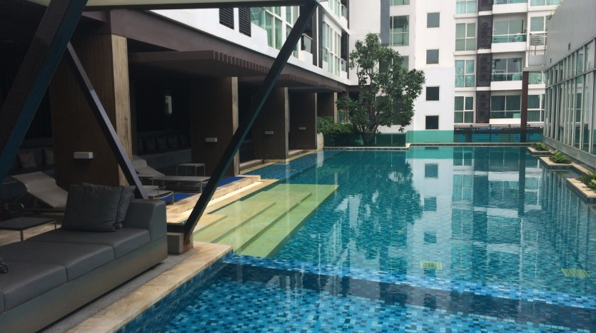 One bed condo for rent in Saphan Kwai - Swimming pool