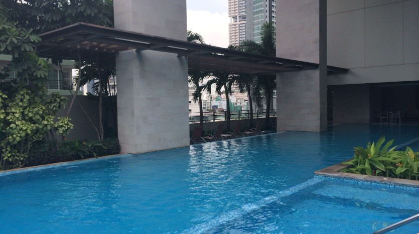 Two bed condo for rent in Phrom Phong - Swimming pool