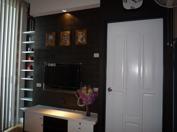 One bed condo for rent in Ratchathewi - TV