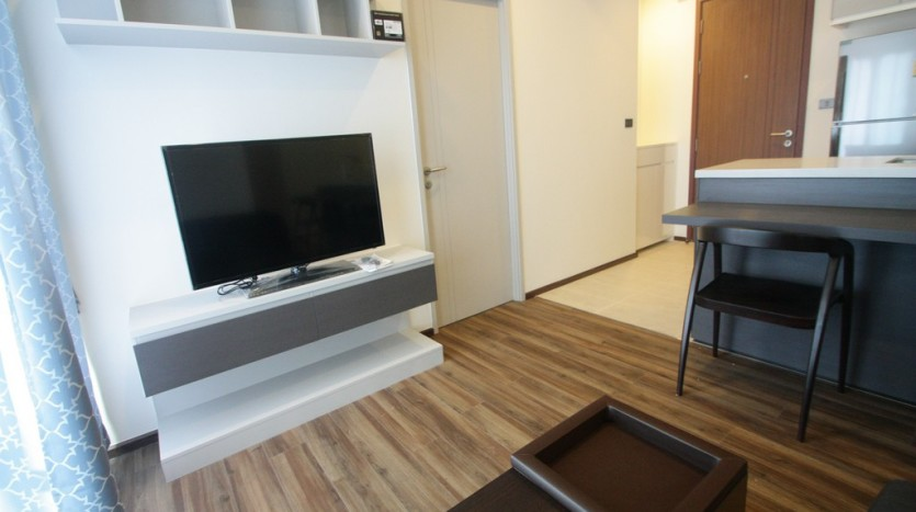 One bed condo for rent in Phra Khanong - TV