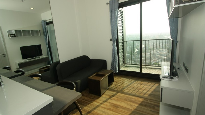 One bed condo for rent in Phra Khanong - Living room 2
