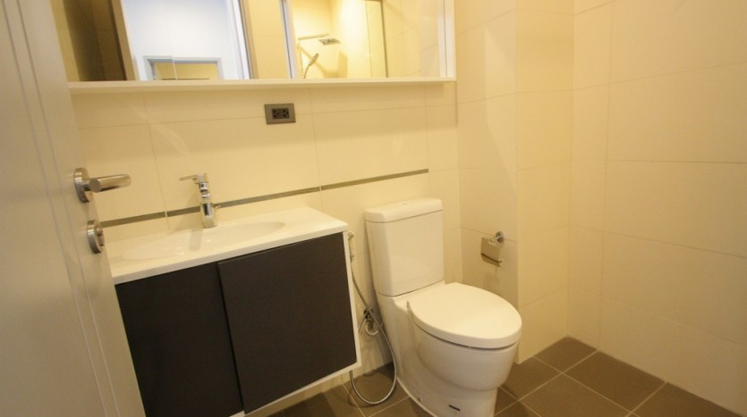 One bed condo for rent in Phra Khanong - Bathroom