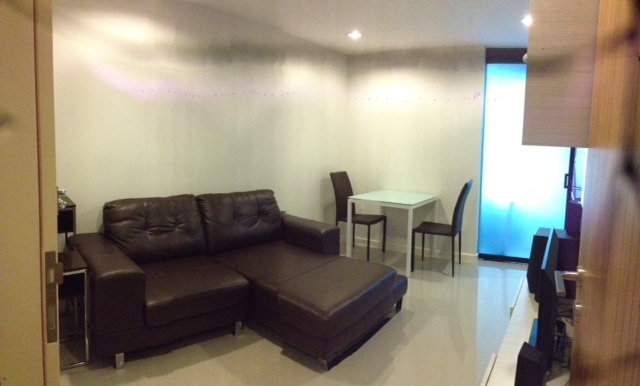 Condo for rent in Ekkamai - Living room 2