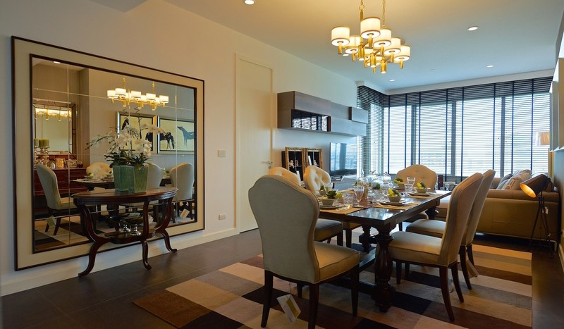Two bed condo for rent in Ratchadamri - Dining area