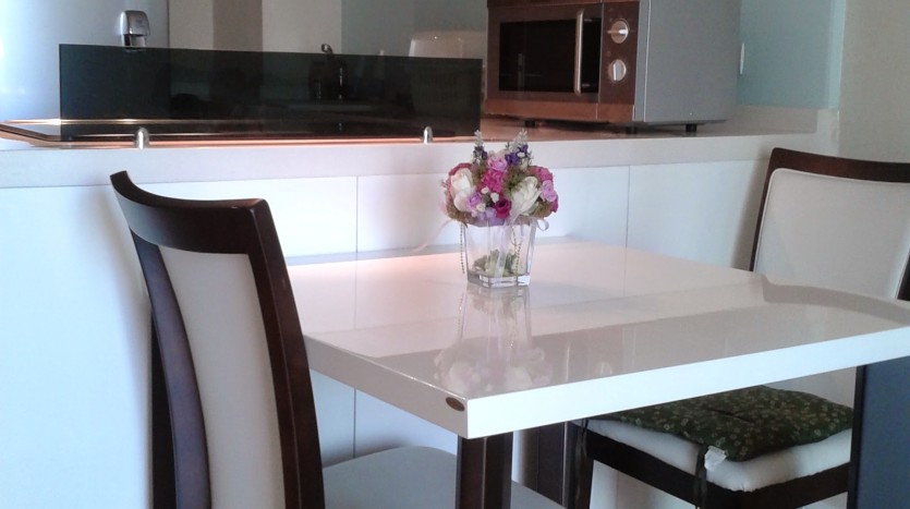 One bed condo for rent in Ari - Dining room