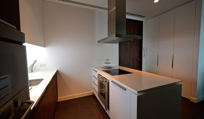 Two bed condo for rent in Ratchadamri - Kitchen