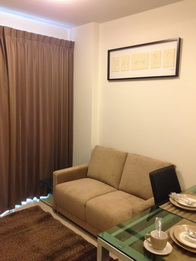 One bed condo for rent in Thong Lo - living
