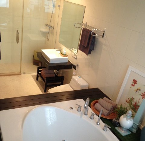 Three bedroom condo for rent in Asoke - Master bathroom