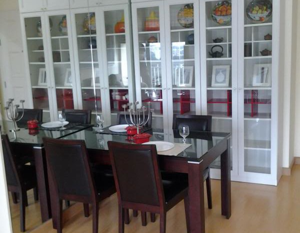 Two bed condo for rent in Ekkamai - Dining table