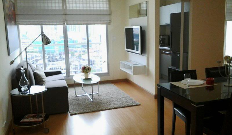 Two bed condo for rent in Ratchada - Living Room