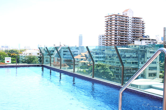 One bed condo for rent in Asoke - Pool
