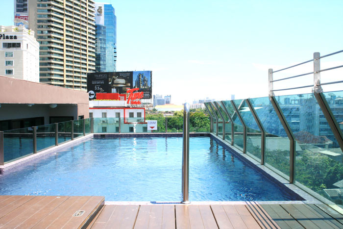 One bed condo for rent in Asoke - Pool 2