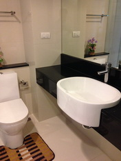 One bed condo for rent in Thong Lo - wash basin