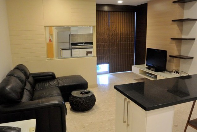 Two bed condo for rent in Ekkamai - Living room