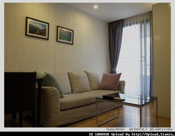 One bed condo for rent in Sathorn - Living room