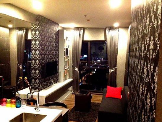 One bedroom condo for rent in Phra Khanong - Living room