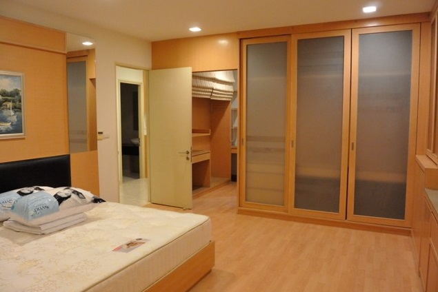 Two bed condo for rent in Ekkamai - Bedroom1-1