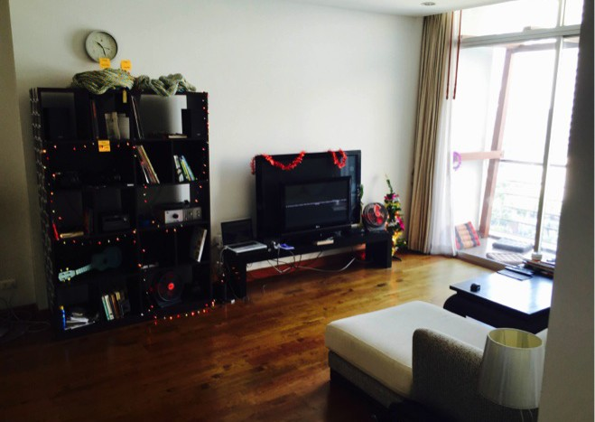 Two bed condo for rent in Asoke - TV