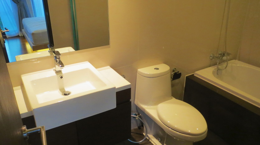 Studio for rent in Thong Lo - Bathroom