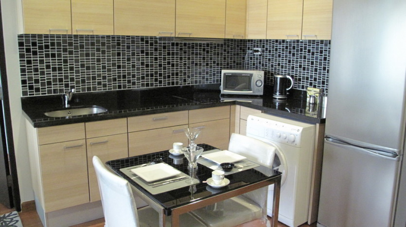 One bed for rent in Chidlom - Dining