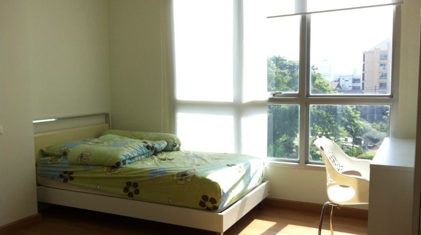 Two bed condo for rent in Ekkamai - Bedroom2