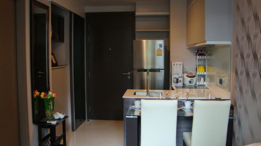 One bed condo for rent in Ekkamai - KItchen