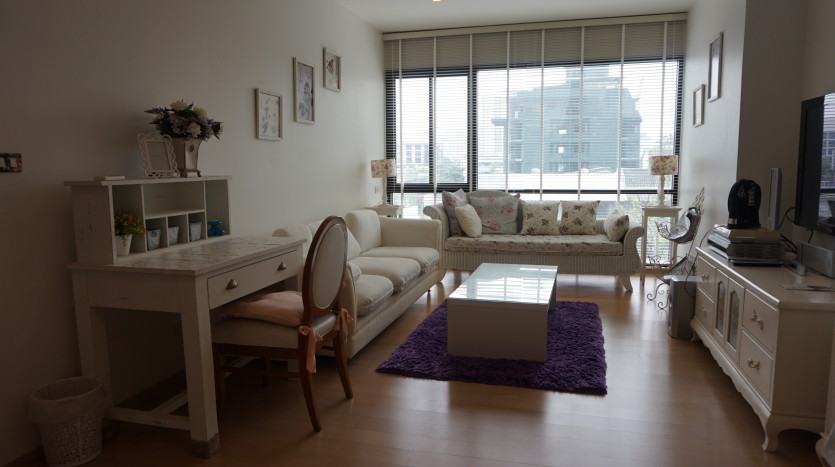 One bed condo for sale in Ari - Living room