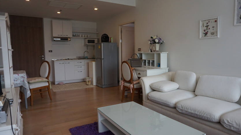 One bed condo for sale in Ari - Living/dining area