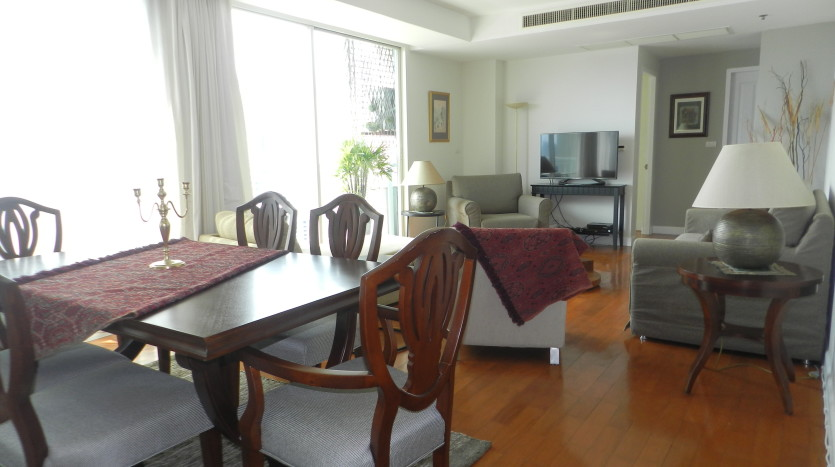 Three bedroom condo for rent in Phrom Phong - Dining to living room and balcony