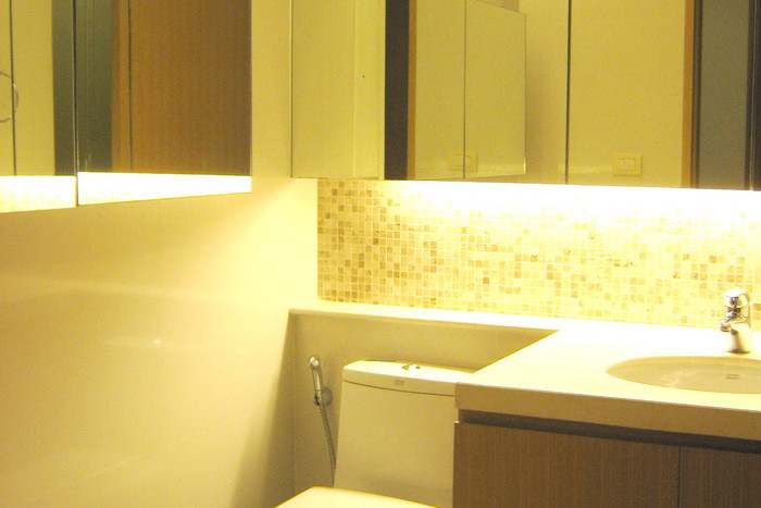 Two bed condo for rent in Asoke - Guest bathroom