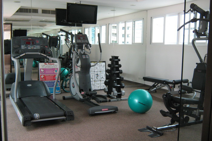 Two bed condo for rent in Asoke - Gym