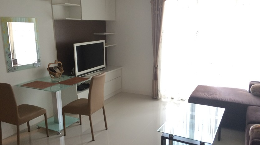 One bedroom condo for rent in SanamPao - TV