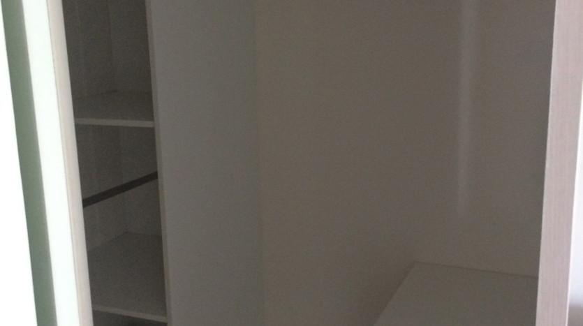 One bedroom condo for rent in SanamPao - Wardrobe