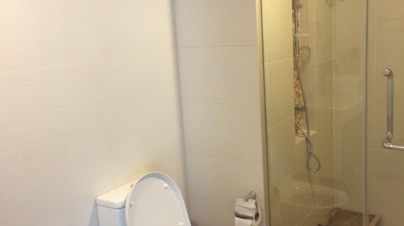 One bedroom condo for rent in SanamPao - Bathroom