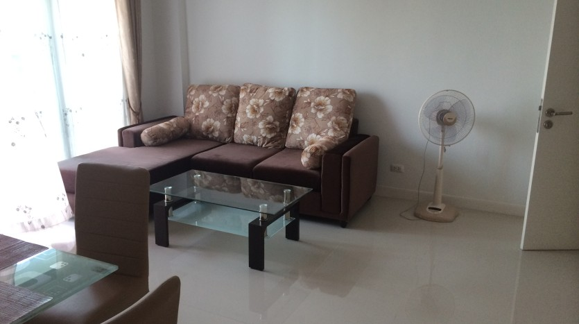 One bedroom condo for rent in SanamPao - Living room