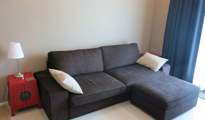 One bed condo for rent in Asoke - Sofa