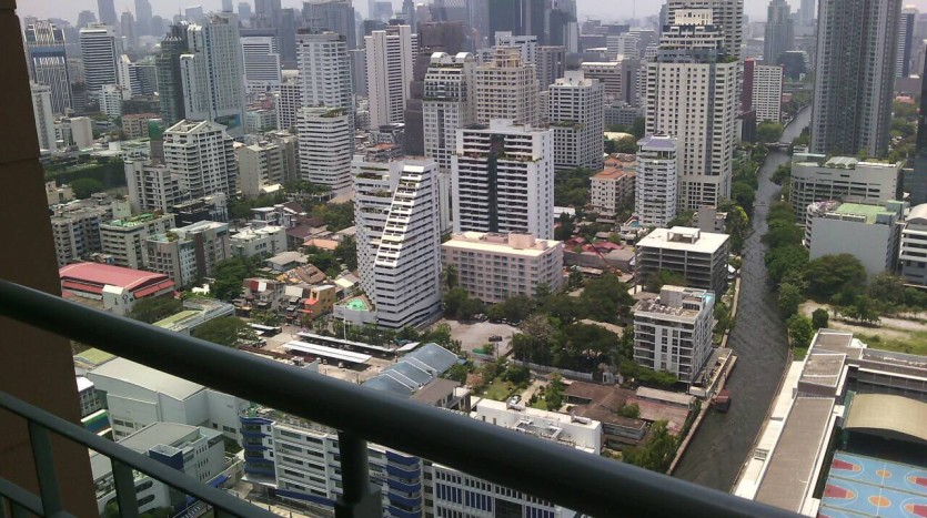 One bed condo for rent in Asoke - City view