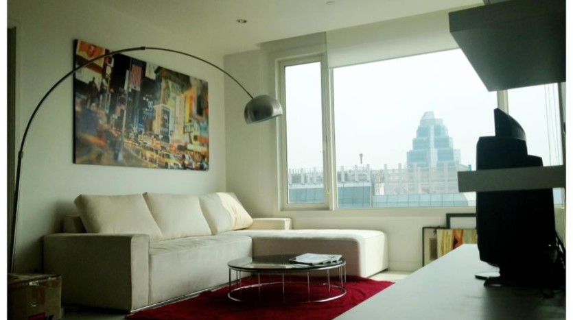 Two bed condo for rent in Chidlom - Living room