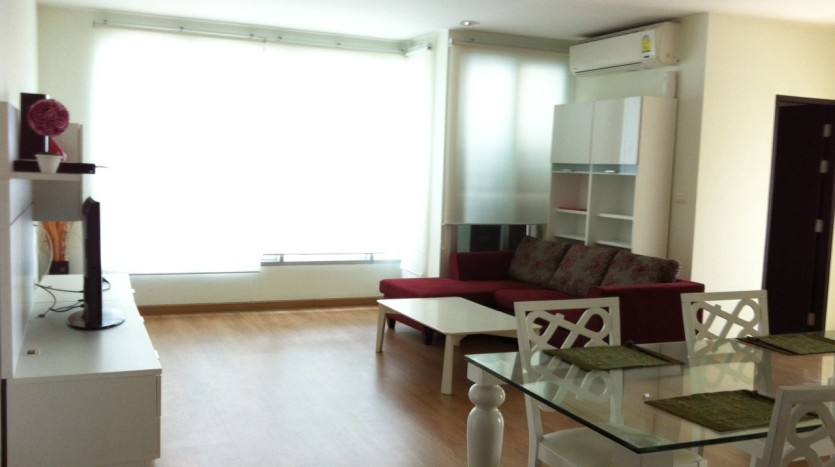 Two bed condo for rent in Ekkamai - Livingroom