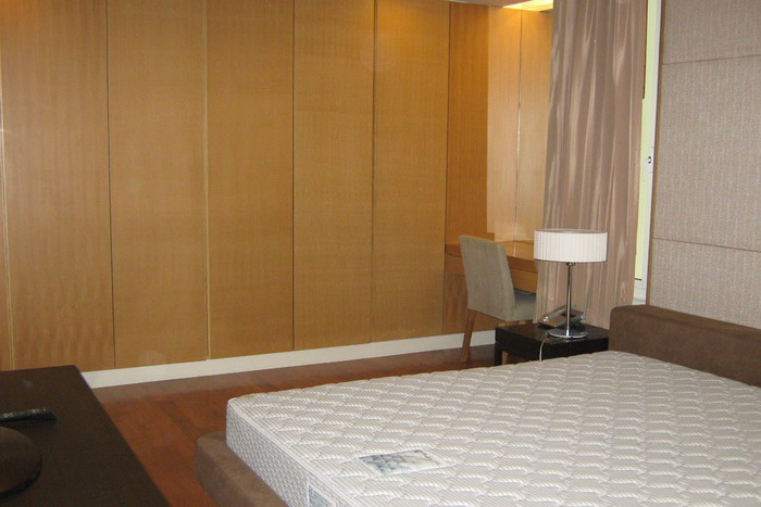 Two bed condo for rent in Asoke - Master bedroom