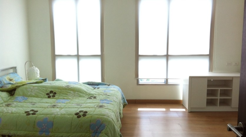 Two bed condo for rent in Ekkamai - bedroom1