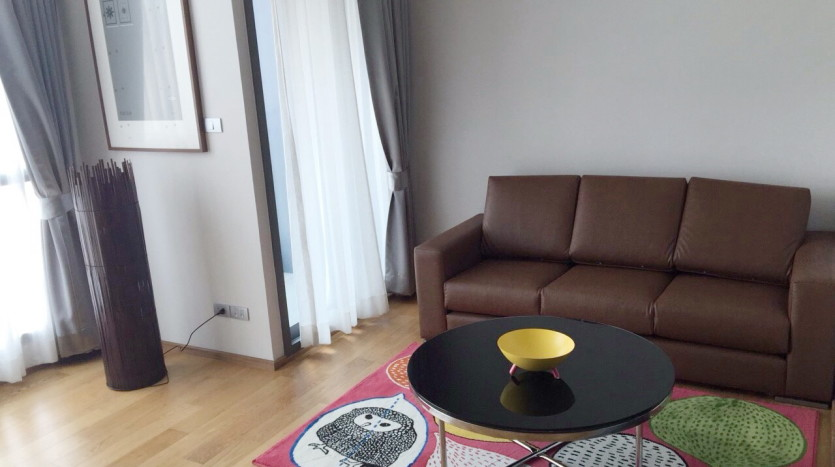 One bed condo for rent in Asoke - Living room
