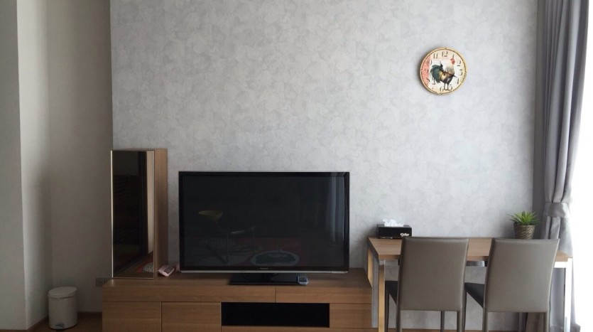 One bed condo for rent in Asoke - TV
