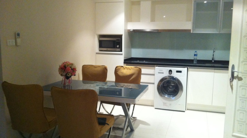 Two bed for rent in Ekkamai - Dining