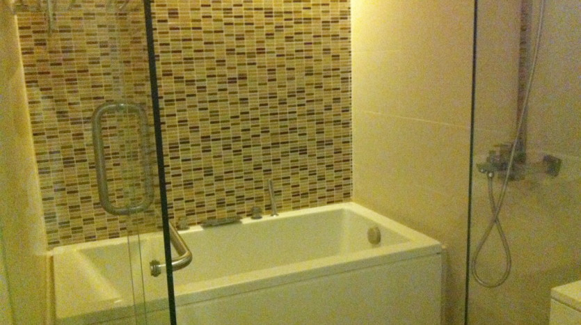 Two bed for rent in Ekkamai - Bathroom1