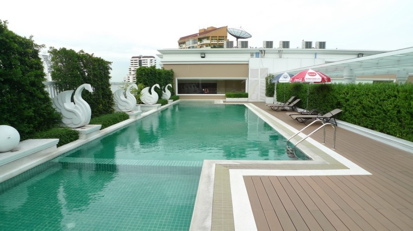 Two bed for rent in Ekkamai - swimming pool