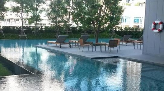 One bed condo for rent in Asoke - Swimming pool