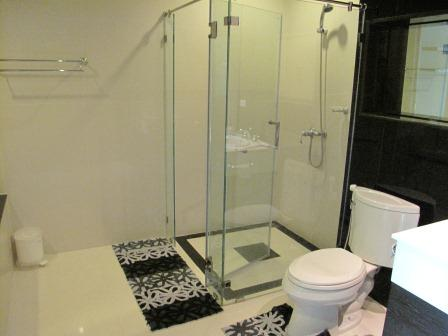 One bed for rent in Chidlom - Bathroom