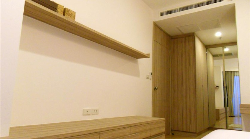 One bed condo for rent in Ari - Bedroom wall
